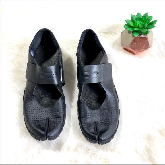 pretty nice 121fb 713c4 Nike Free Mary Jane Split Toe Barefoot Shoes. M 5af4774af9e501046b2f6afa